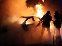 В Комсомольске-на-Амуре ночью пожарные тушили легковой автомобиль