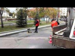 Горожане больше не смогут поставить свои авто возле правительства Хабаровского края - дорожники вместе с сотрудниками ГИБДД стерли старую разметку на этом участке