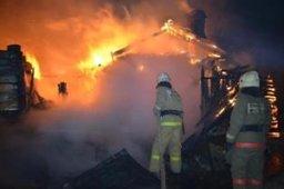 Ночью пожарные тушили частный дом в поселке Вятское