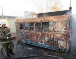 Хабаровские огнеборцы ликвидировали загорание строительного вагончика в Хабаровске