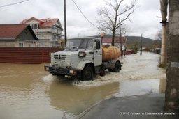 Спасатели приступили к откачке воды в частных домах планировочного района Луговое
