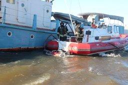 Учения по тушению горящего судна прошли в Хабаровске