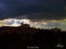 В Хабаровске, 07, 06, 2011 года в 19-05 появился смерч...