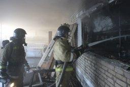 В кратчайшие сроки хабаровские пожарные ликвидировали загорание лакокрасочных изделий
