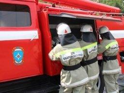 Пожарно-спасательные формирования выехали на сообщение о загорании здания в Хабаровске