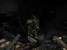 Амурские огнеборцы выезжали на тушение деревянных построек в поселке Индивидуальном