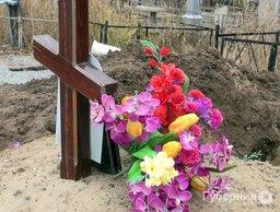 Неизвестные раскопали могилу на Центральном кладбище Хабаровска