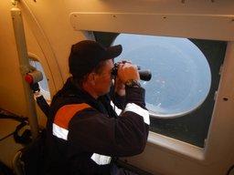 Самолет Бе-200 МЧС России и два судна в течение пятницы обследовали около двух тысяч квадратных километров акватории
