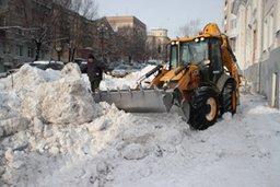 Сегодня днем муниципальные предприятия благоустройства продолжают работу по уборке снега с территории города