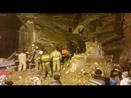 В ночь на 30 октября в трехэтажном доме в поселке Корфовский взрыв газа обрушил подъезд жилого дома