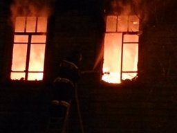 В ходе тушения пожара на улице Яшина в Хабаровске пожарные спасли людей