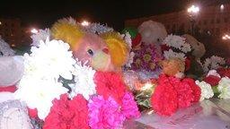Возложение цветов в Хабаровске в память о погибших в авиакатастрофе в Египте