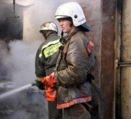 Причиной вызова пожарных стало загорание наружной стены частного дома