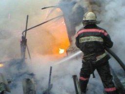 Три пожарных расчета ликвидировали загорание по улице Яблоневой в Хабаровске