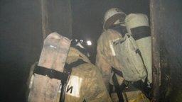 Пожарные ликвидировали загорание в заброшенной квартире в деревянном доме по улице Радищева в Хабаровске