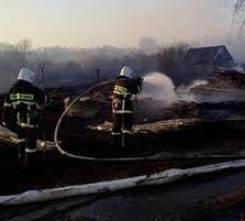 Хабаровские пожарные ликвидировали загорание хозяйственной постройки и пал сухой травы в поселке Березовка