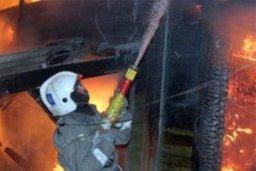 Огнеборцы ликвидировали загорание частных надворных построек в Хабаровске