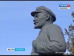 Памятник Ленину на центральной площади Хабаровске отметил свой 90-летний юбилей