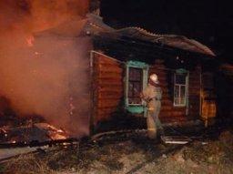 Крышу частного дома по улице Рыбинской тушили хабаровские пожарные