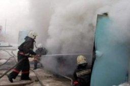 Пожарные ликвидировали загорание домашних вещей в металлическом гараже на улице Архангельской в Хабаровске