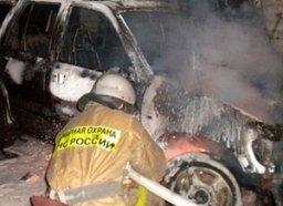 Два пожарных расчета ликвидировали загорание двух легковых автомобилей в Хабаровске