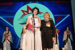 Депутат краевого парламента Елена Ларионова поздравила участниц конкурса «Мисс military»