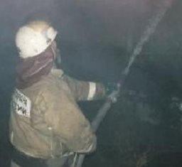 Комсомольские огнеборцы ликвидировали загорание деревянной хозяйственной постройки