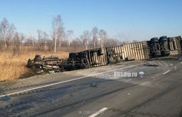 На 282 км автодороги Хабаровск – Владивосток под Лучегорском 39-летняя женщина-водитель автомобиля Ниссан Марч не справилась с управлением и совершила лобовое столкновение с большегрузом марки Фрэдлайнер