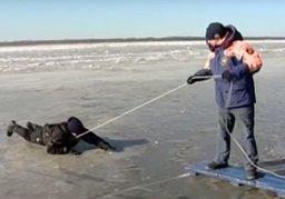 Что делать, если вы провалились под лед!