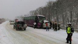 На месте ДТП в Анивском районе работают пожарные и спасатели МЧС России