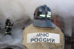 Пожарные хабаровского гарнизона производят тушение возгорания на проспекте 60 лет Октября в Хабаровске