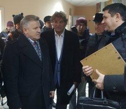 Вячеслав Шпорт сегодня проинспектировал ход ремонтных работ на стадионе имени Ленина в Хабаровске