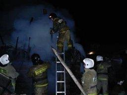 Пожарно-спасательные формирования ликвидируют пожар в частном доме в Хабаровске
