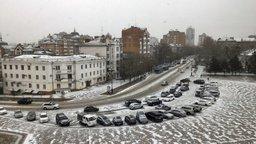 Ветер, сбивающий людей с ног в Приморье, движется в Хабаровск