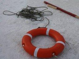 В районе речного вокзала города Хабаровска спасатели сняли с льдины подростка