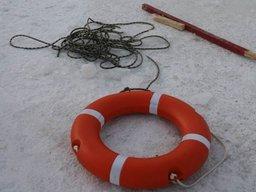 В Хабаровске в районе речного вокзала городские спасатели сняли с льдины подростка