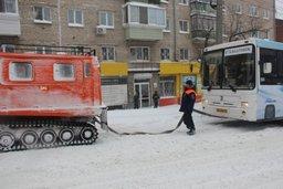 Спасатели и пожарные Хабаровского края оказывают помощь автомобилистам на сложных участках дорог