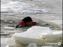 В ледовой западне на Амуре оказался хабаровский блогер, который добывал фото для подписчиков