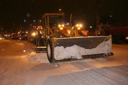 Хабаровск борется со снегом в круглосуточном режиме