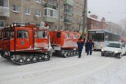 Более 500 автомобилей вызволи из снежного плена дальневосточные спасатели