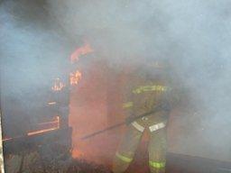 Хабаровские огнеборцы ликвидировали загорание деревянной частной бани