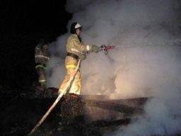Огнеборцы ликвидировали загорание деревянного дома в поселке Корфовский