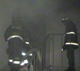 Причиной вызова пожарных на улицу Калараша стало загорание строительного мусора в подъезде