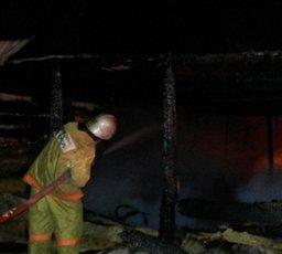 Менее часа потребовалось хабаровским огнеборцам для ликвидации загорания в нежилом деревянном доме