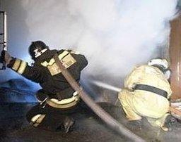 Три пожарных расчета ликвидировали загорание в строительном вагончике в Комсомольске