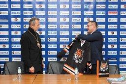 11 декабря состоялась встреча митрополита Хабаровского и Приамурского Игнатия с тренерским составом детско-юношеской хоккейной школы «Амур»
