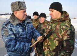 В Хабаровск специальным бортом прилетели 39 сотрудников подразделений ОМОН и СОБР, которые в течение шести месяцев несли службу на Северном Кавказе