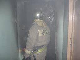 Причиной вызова хабаровских пожарных стало загорание в подъезде жилого дома по улице Шеронова