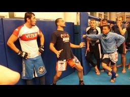 Фирменным боевым приемам научил хабаровчан действующий чемпион Bellator Андрей Корешков