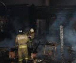 Пожарные ликвидировали пожар в заброшенном здании в поселке Высокогорный Ванинского района